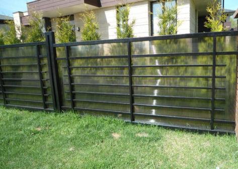 забор из поликарбоната дешево