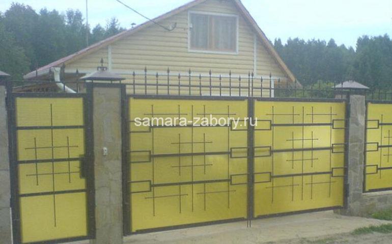 Забор из поликарбоната и ковкой